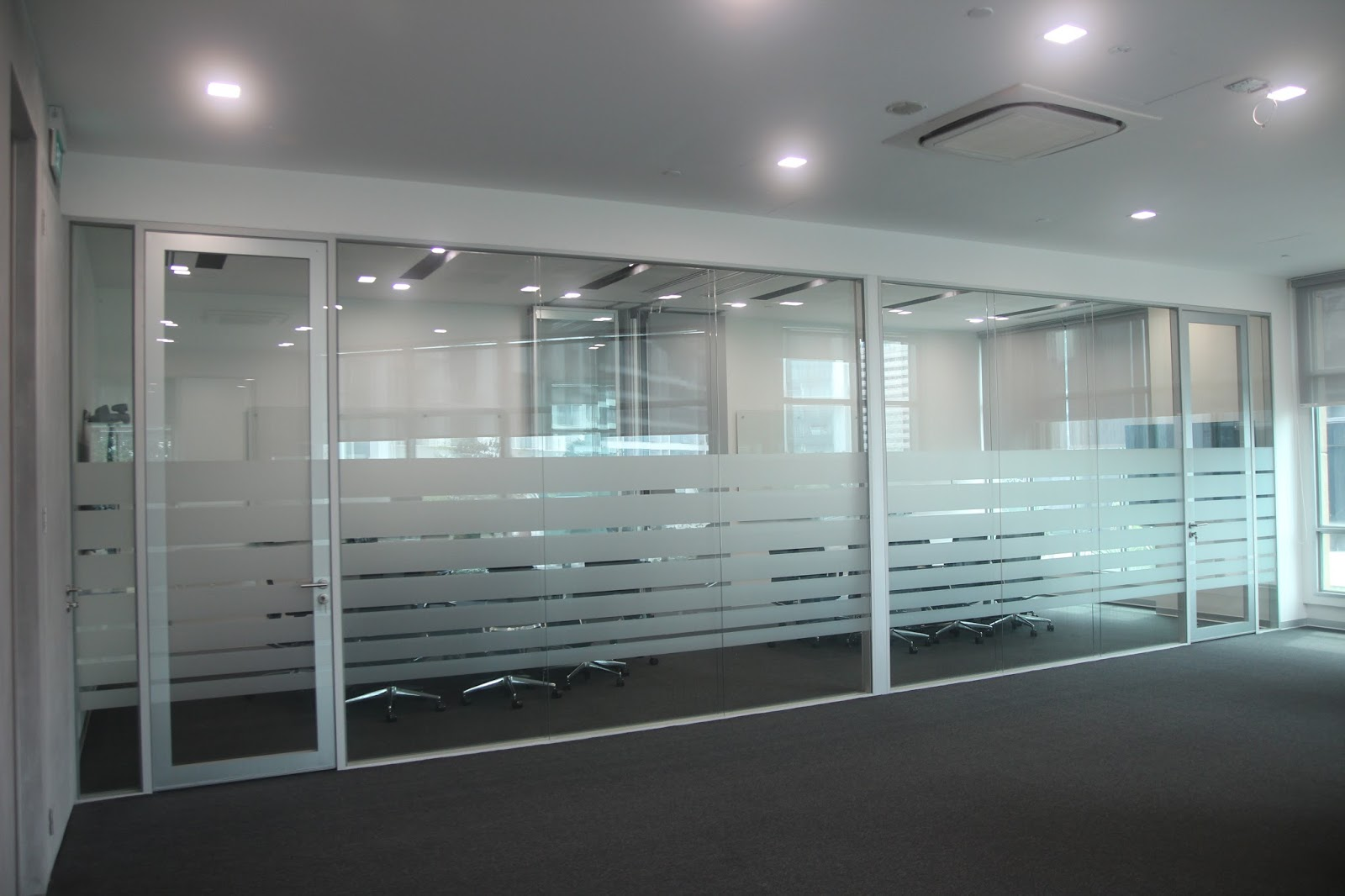 glass partition contractors in dubai uae